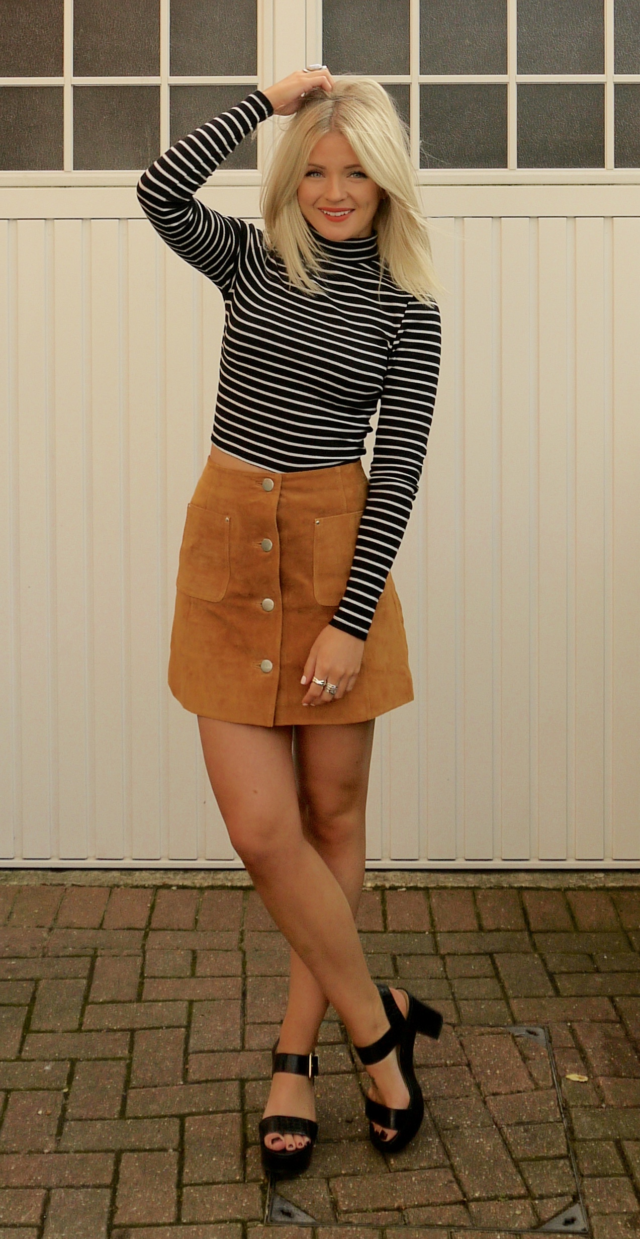 lauras little locket, laura byrnes, fashion blogger, tan suede a-line skirt, strip crop top, black new look sandals, 70s trend, a-line skirt