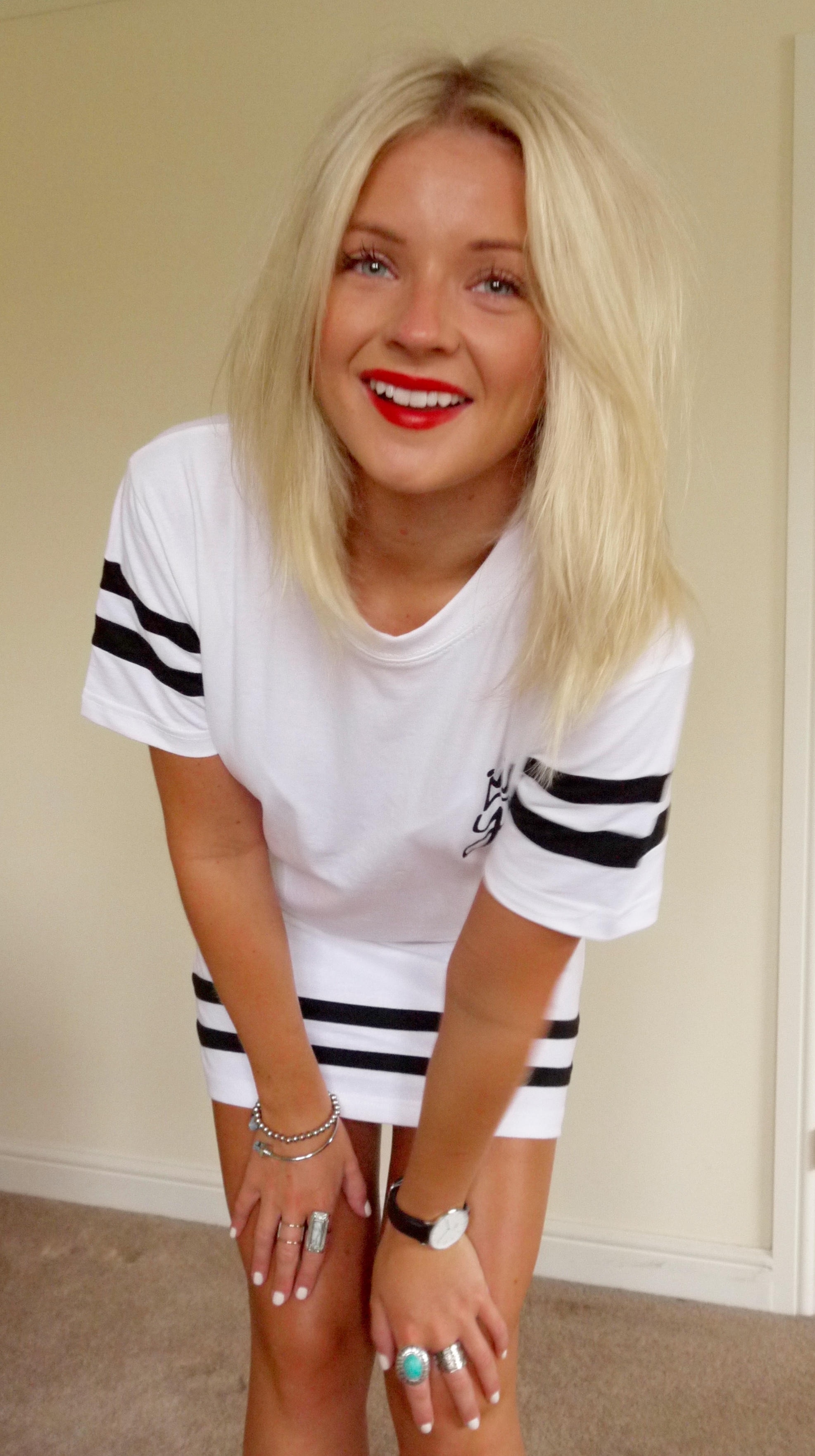 youngbritannia, WHITE TEE, BASEBALL TEE, STRIPE TEE, T SHIRT DRESS, BLAKC OLD SCHOOL VANS, BLONDE GIRL, LAURA BYRNES, LAURAS LITTLE LOCKET, SILVER RINGS, RED LIPS, FASHION BLOGGER,