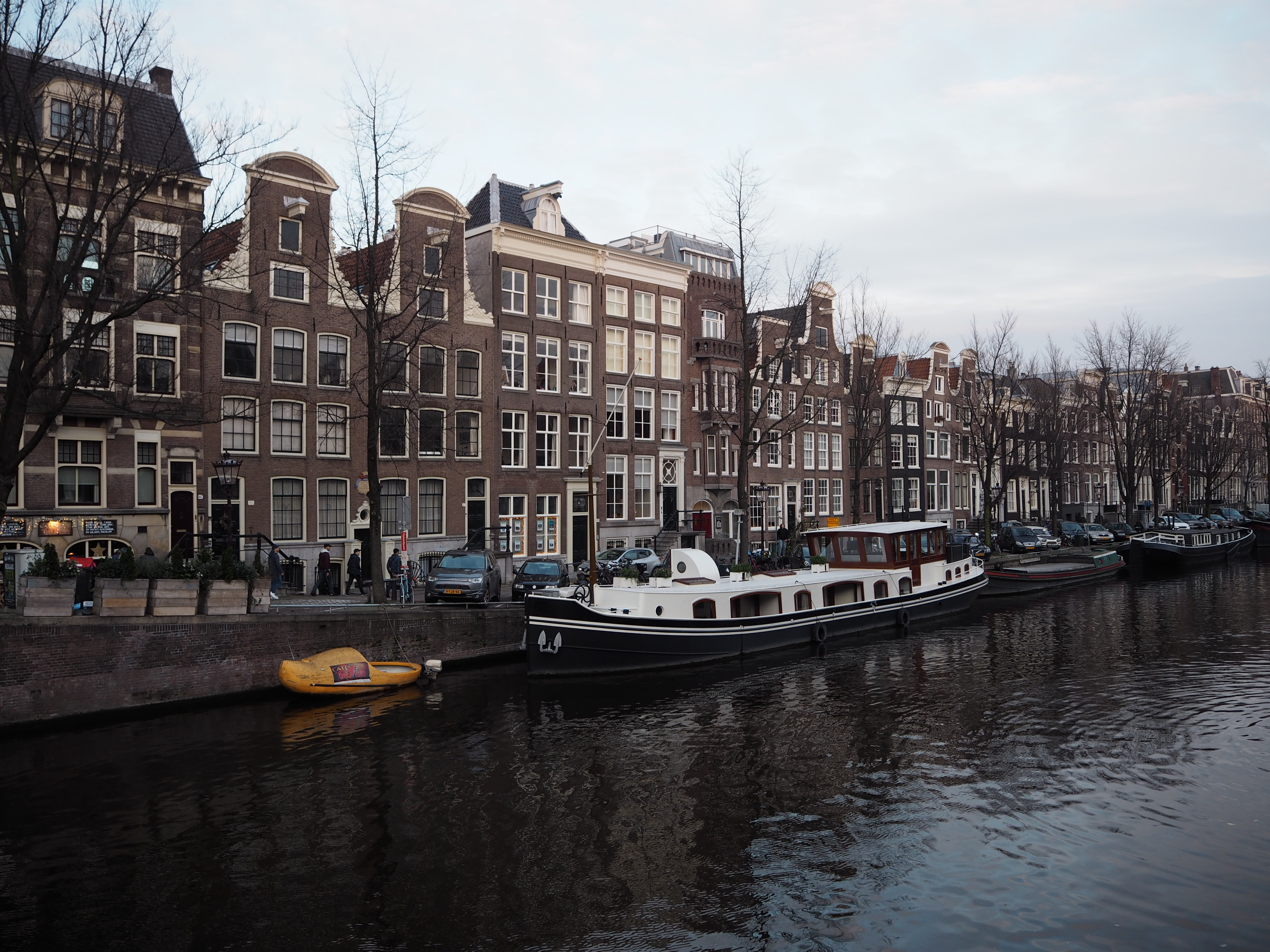 Amsterdam travel blog, best things to do in amsterdam, amsterdam travel tips, best bars in amsterdam, best places to eat in amsterdam, best restaurants in amsterdam, lauras little locket, amsterdam tips, tourists in amsterdam,