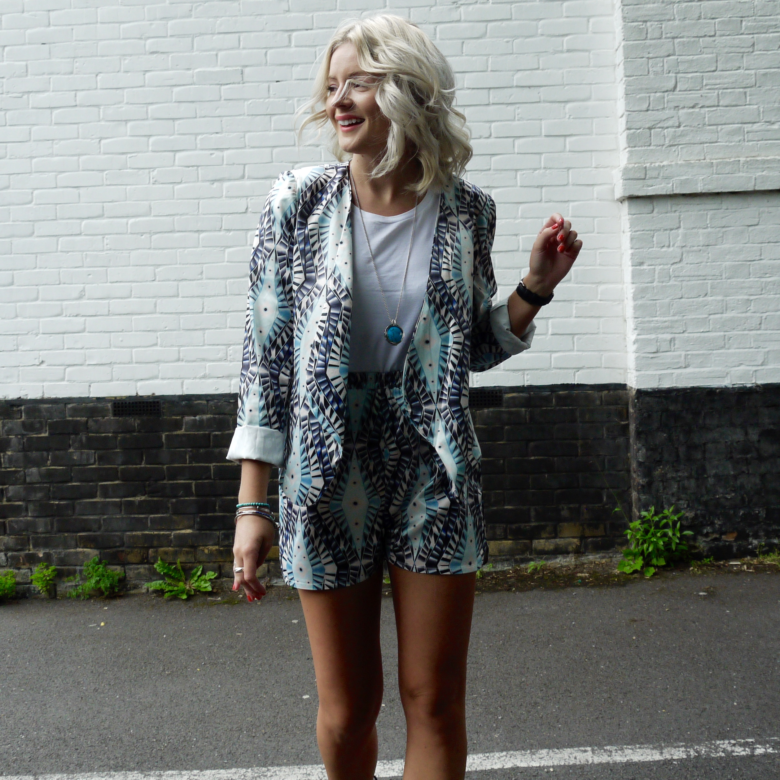laura byrnes, lauras little locket, fashion blogger, co-ord, how to wear a co-ord, two piece, black tie up heels, 4th and reckless shoes, angel eye fashion, outfit of the day
