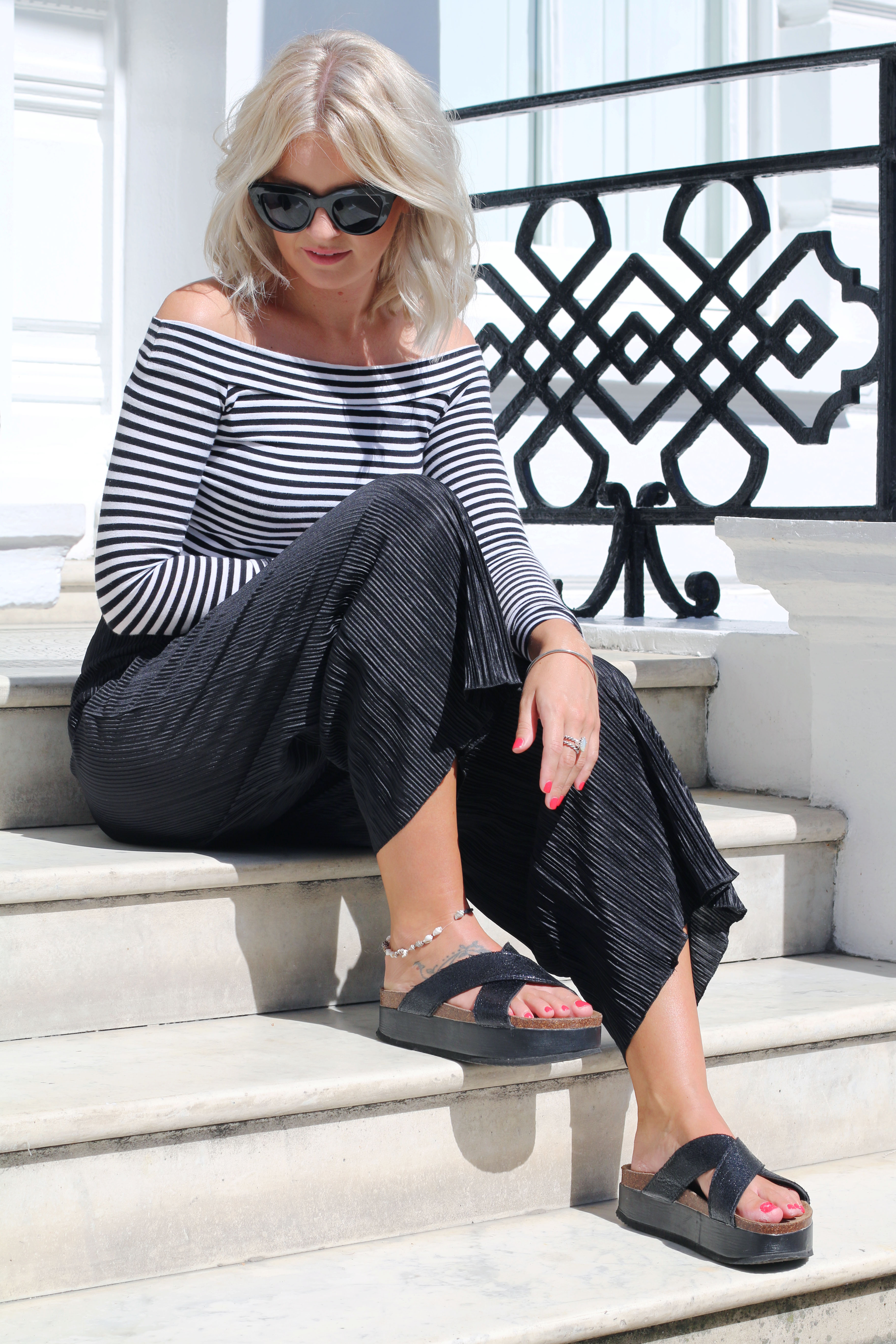 laura byrnes, lauras little locket, lydia collins photography, stripe bardot top, bardot top, culottes, pleated culottes, flatform sliders, black cat eye sunglasses, blonde wavy hair, LOB, ash wavy hair, south kensington