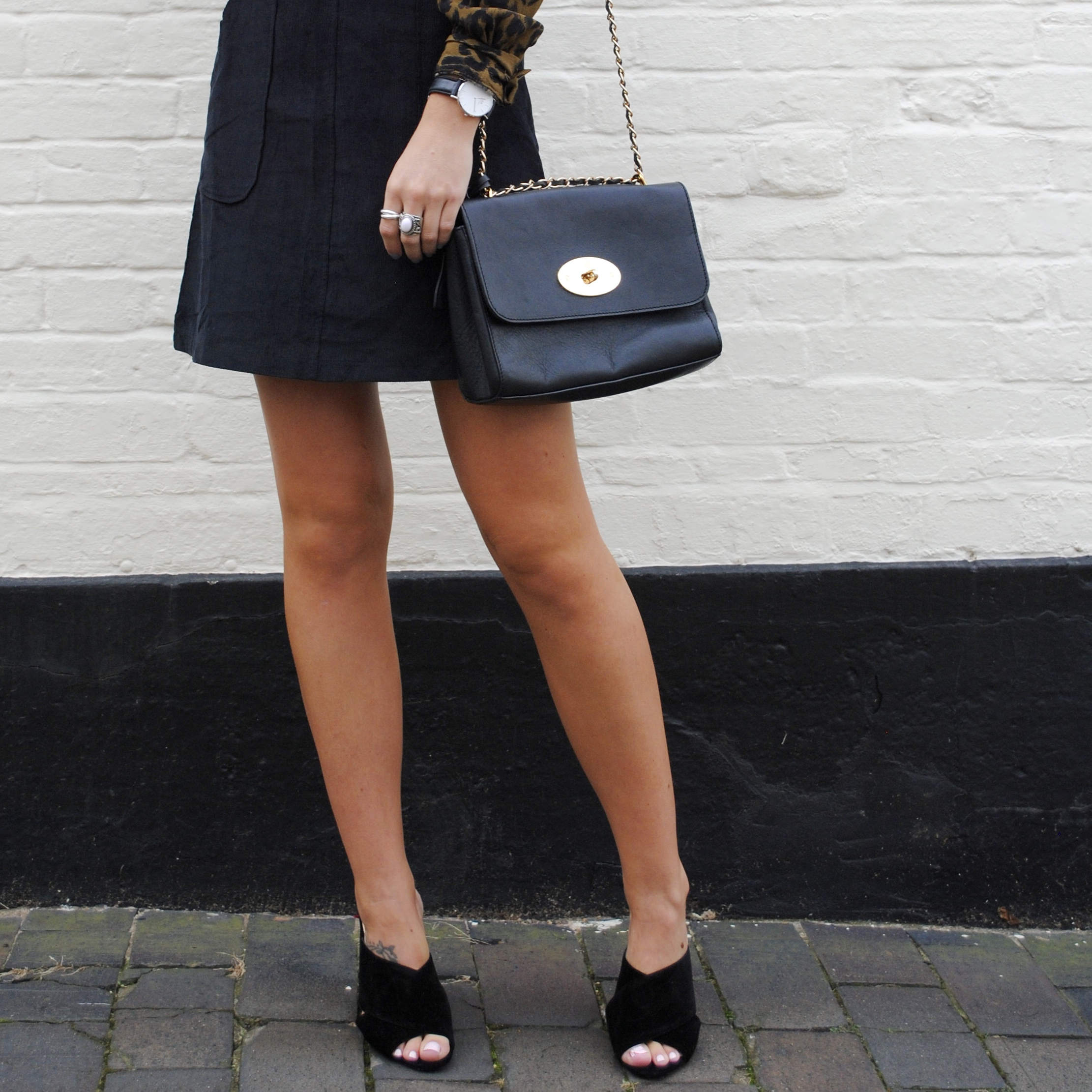 laura byrnes, lauras little locket, black pinafore dress, missy empire, outfit of the day, how to wear a black pinafore dress, black males, mulberry lily bag, blonde wavy hair, animal print shirt