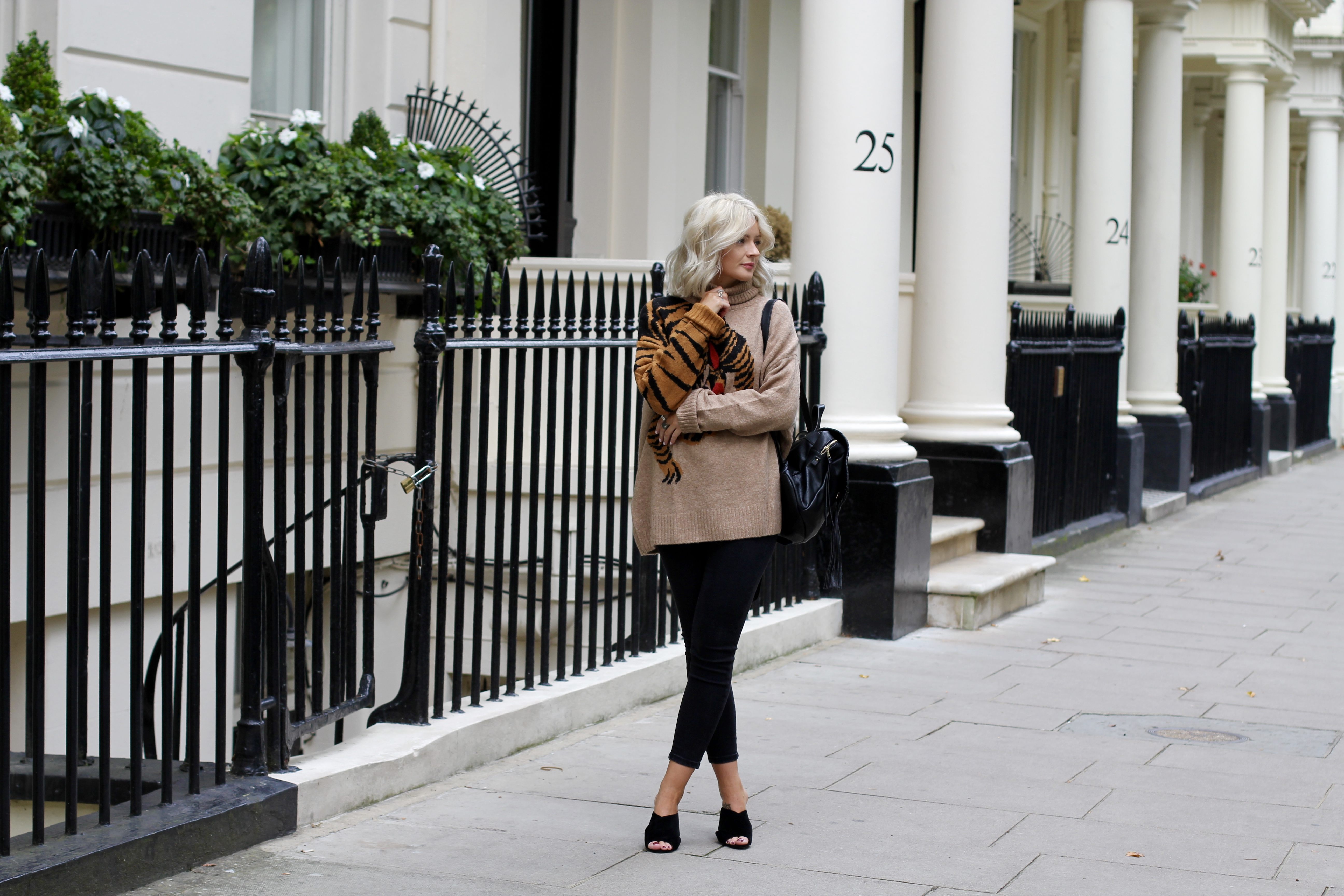 fashion blogger, lauras little locket, laura byrnes, autumnal colours, autumn fashion, how to wear mules, black mules, 4th and reckless mules