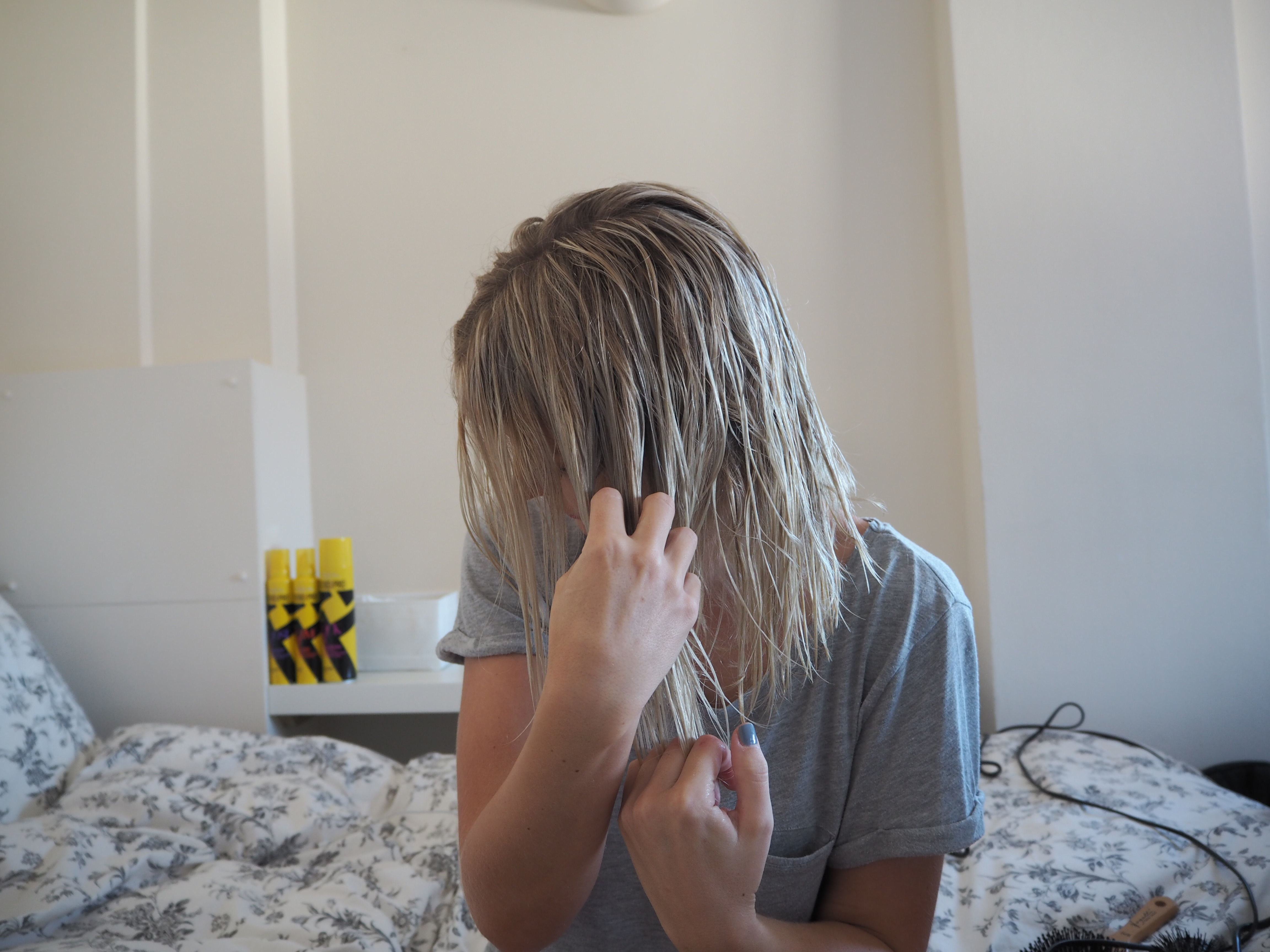laura byrnes, lauras little locket, wavy hair tutorial, blonde wavy bob, l'oreal studio pro, #whodoyouwanttobetoday