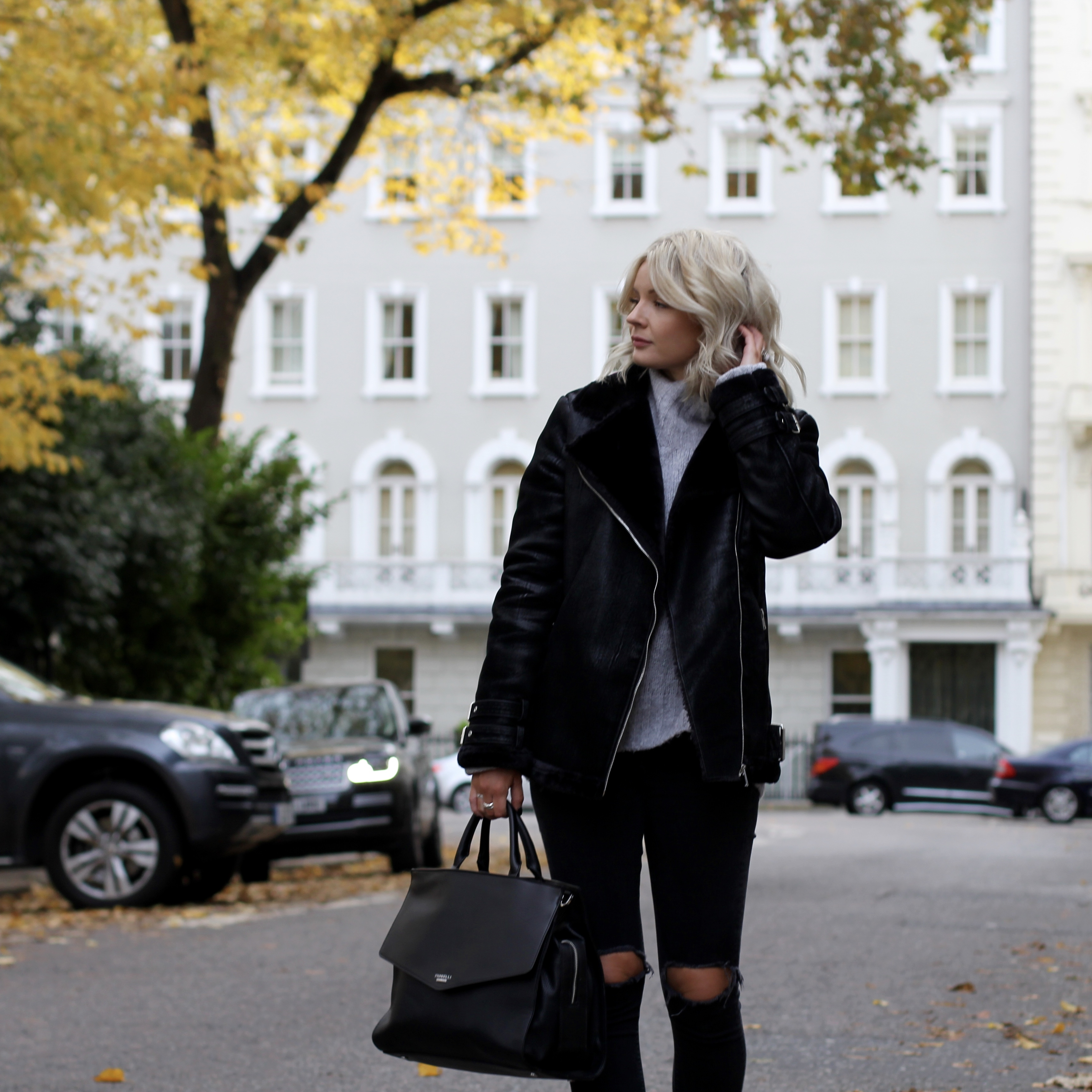 laura byrnes, lauras little locket, fashion blogger, grey oversized jumper, aviator coat, autumnal clothes, how to dress in autumn, black stud boots, black jeans, black mia fiorelli bag, blonde wavy hair,