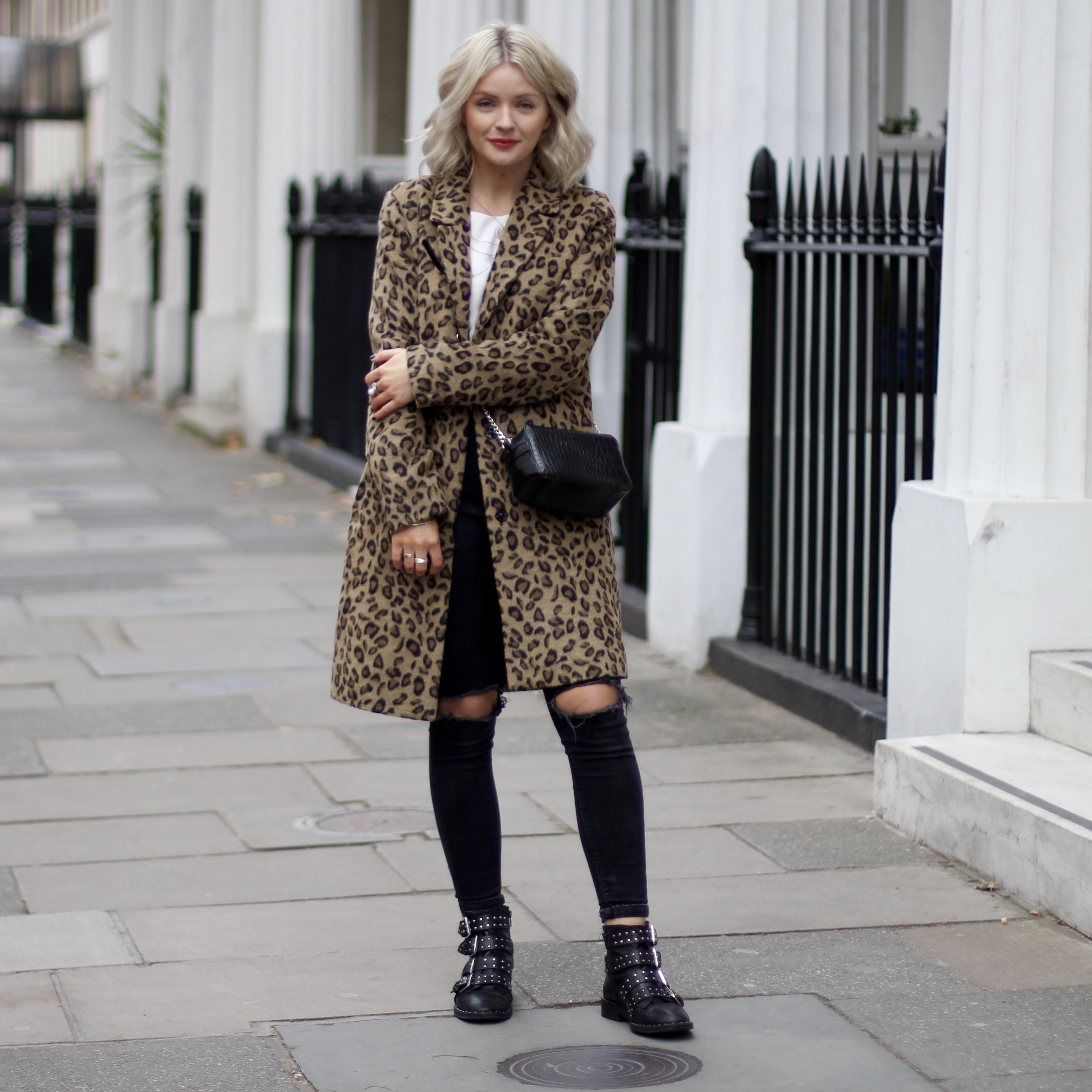 laura byrnes, lauras little locket, fashion blogger, grey oversized jumper, leopard print coat, autumnal clothes, how to dress in autumn, black stud boots, black jeans, black mia fiorelli bag, blonde wavy hair, red lip, black over body bag, red lipstick