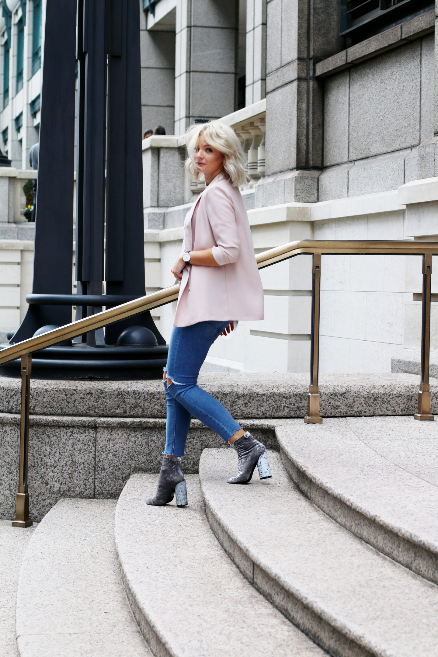 laura byrnes, lauras little locket, fashion blogger, velvet boots, blonde wavy bob,