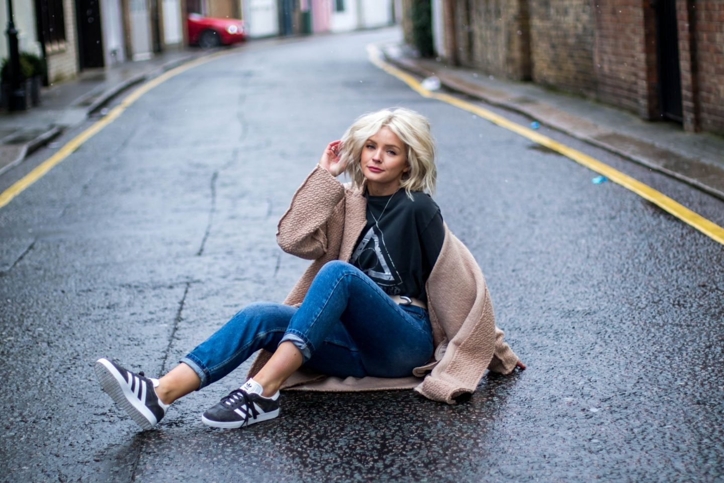 lauras little locket, laura byrnes, urban outfittes, style coatigan 3 ways,