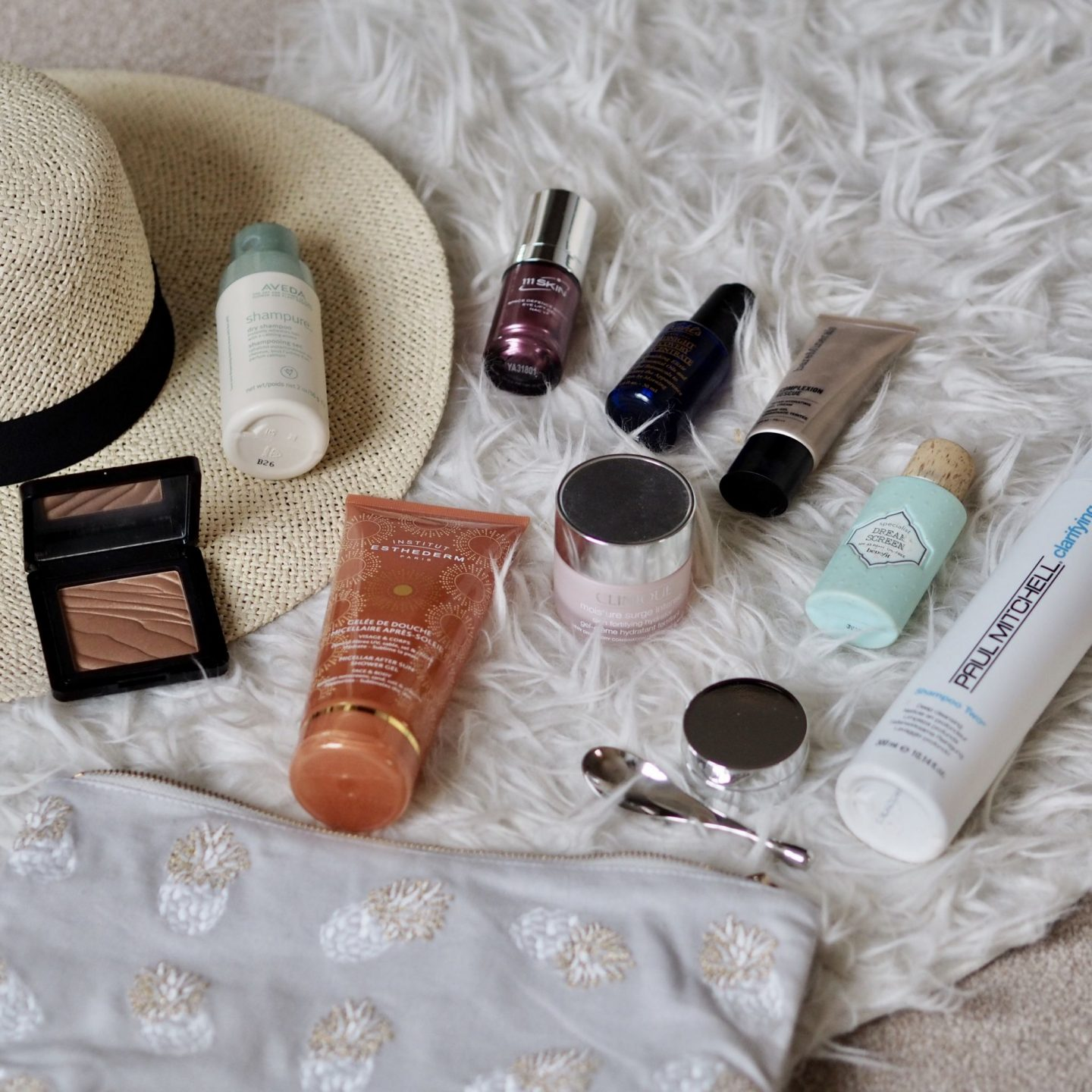 WHAT BEAUTY PRODUCTS I'M PACKING FOR HOLIDAY