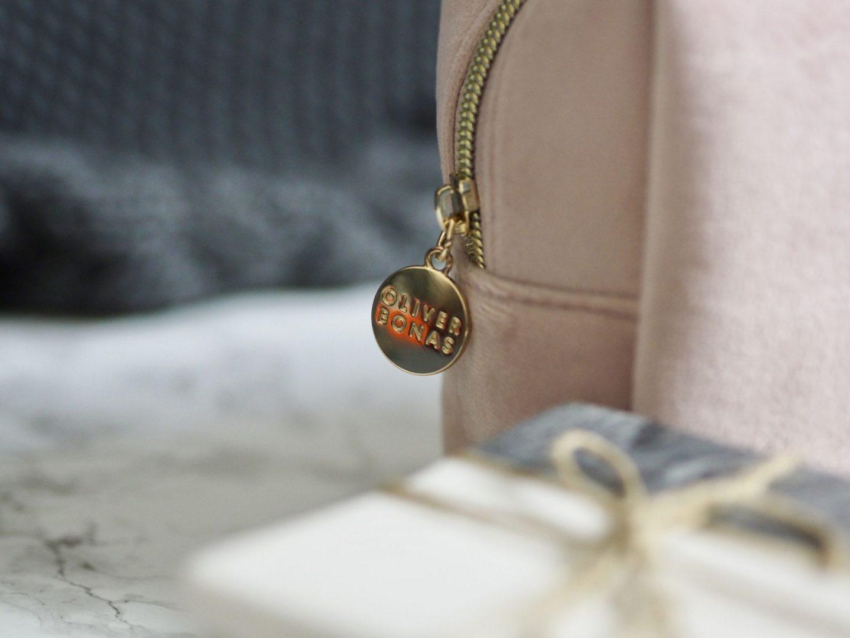 Laura Byrnes, Lauras little locket, gift guide, oliver bonas